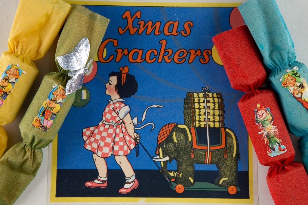 MC175.2001 Christmas crackers