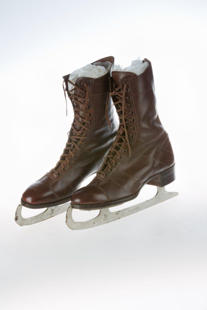 MC429.95 ice skates